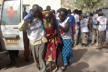 Wonded woman evacuated after the suicide bombing in North Cameroon on the 28th January 2016