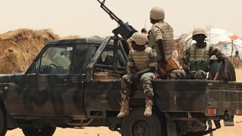 Niger soldiers on flatbed truck in Diffa