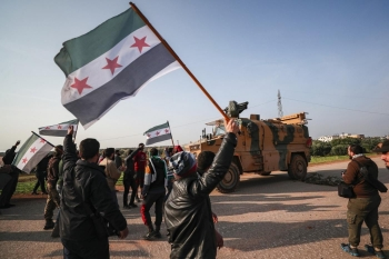 Syrian protests in front of a Turkish military vehicle