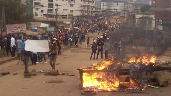 English speakers protest against discrimination on the streets of Cameroon