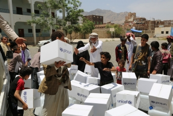 A school hosting displaced people in Sana'a receives relief items from UNICEF in 2015