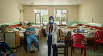 Doctor in Kabul hospital briefs the staff