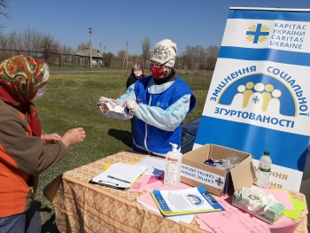 Staff of Caritas Ukraine providing assistance to the population during the pandemic