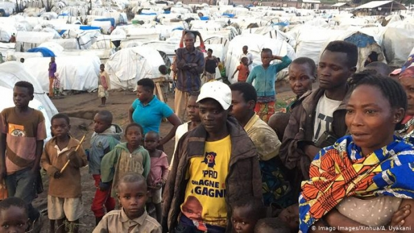 Children and Ituri residents in an IDP camp