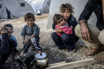Syrian kids displaced
