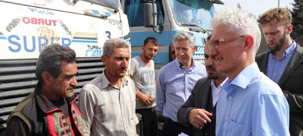 UN Humanitarian Coordinator Mark Lowcock talks with Syrian truck drivers on the Turkish-Syrian border