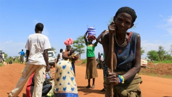 Thousands flee to neighbouring Uganda as armed forces attack