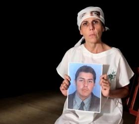 """Il dramma dei """"falsos positivos"""" - una madre non rinuncia alla giustizia"""